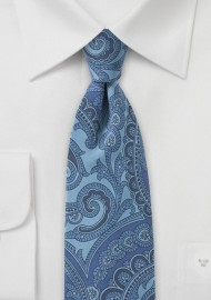Paisley Silk Tie in Blue Jeans Look