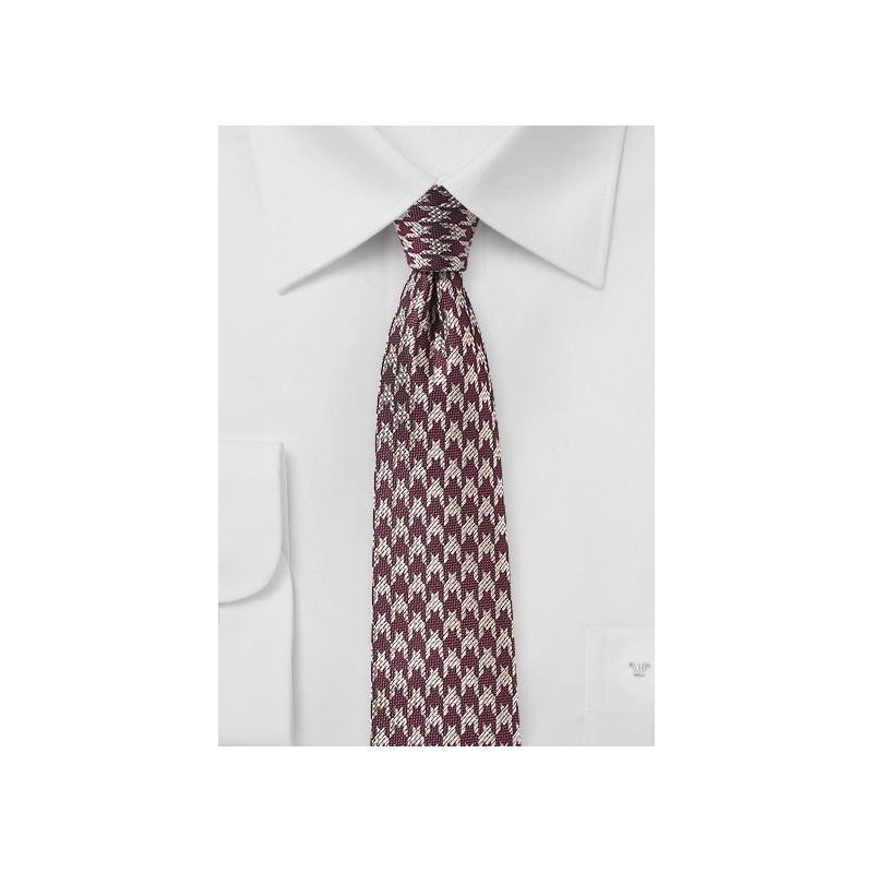Slim Cut Houndstooth Tie in Burgundy