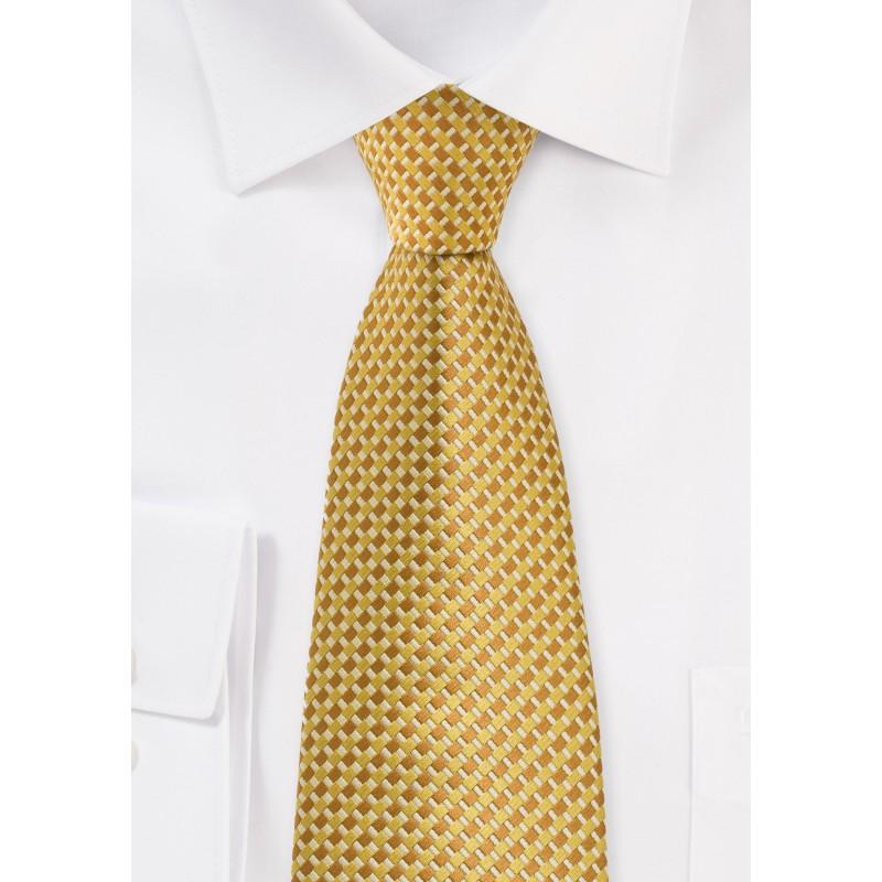Geometric Tie in Golds