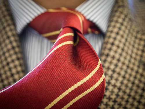 houndstooth-jackter-striped-red-necktie
