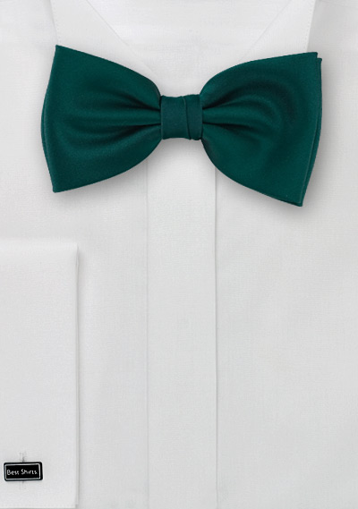 Dark green Bow-tie <br> Solid color bow tie in a dark forrest green color