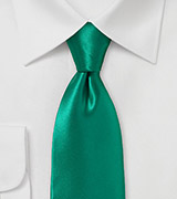 Striking Emerald Necktie in Pure Silk with Modern Cut